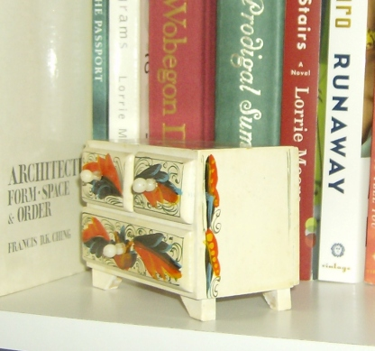 Tiny dresser with rosemaling. Photo by Holly Tierney-Bedord. All rights reserved.