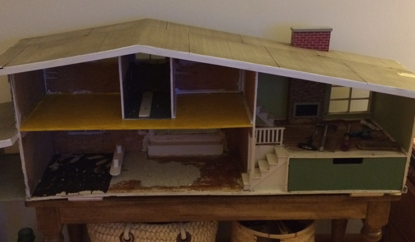 Mini house has hit a rough patch. Photo by Holly Tierney-Bedord. All rights reserved.